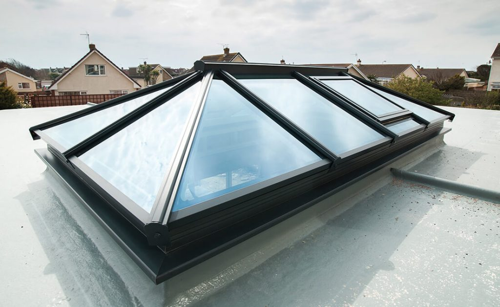 Black Atlas lantern roof
